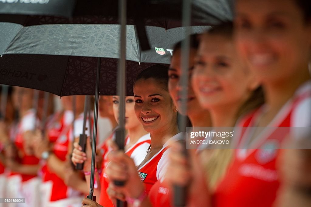 Official hostesses line up to welcome Formula One drivers before the parade tour at the Monaco street circuit, on May 29, 2016 in Monaco, ahead of the Monaco Formula 1 Grand Prix. / AFP / ANDREJ