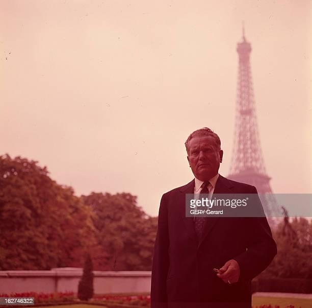 Official Travel Of Marshal Tito In Paris Paris Années 1950 Lors de sa visite portrait du Maréchal TITO en costume porte cigarette en main posant près...