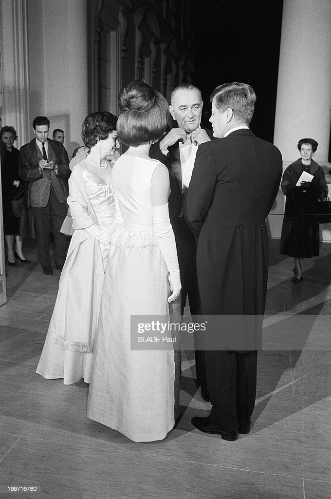 Empress farah pahlavi of iran getty images for Ambassade de france washington visite maison blanche