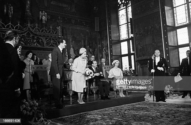 Official Visit Of Elizabeth Ii Of England And Prince Pihlip To Belgium En Belgique dans une chapelle à Bruxelles le 10 mai 1966 lors d'une visite...
