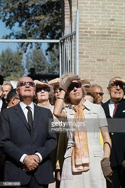 Official Visit Of Georges Pompidou To The Ussr In 1970 En octobre 1970 en URSS en extérieur au Kremlin Georges POMPIDOU avec des lunettes de soleil...
