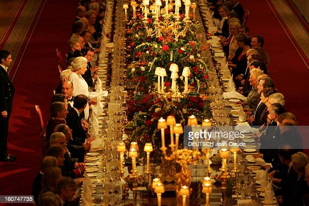 Official Visit Of Jacques Chirac In Britain The Gala Dinner At Windsor Le dner de gala dans le hall SaintGeorges du Chteau de Windsor parmi les...