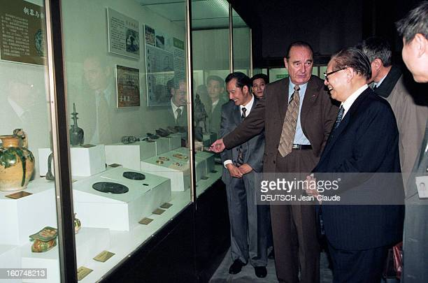 Official Visit Of Jacques Chirac In China En octobre 2000 à l'occasion d'un voyage officiel en CHINE le président de la république française Jacques...