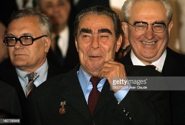 Official Visit Of President Valery Giscard D'estaing In The Ussr En octobre 1975 devant deux hommes portant des lunettes le Premier secrétaire du...
