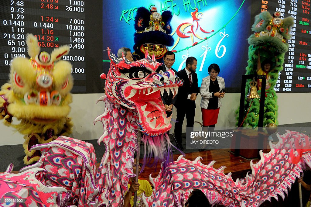 Officials from the Philippine Stock Exchange ring the opening bell to start the first day of trading for the Lunar New Year at the Philippine Stock Exchange in Manila on February 9, 2016. AFP PHOTO / Jay DIRECTO / AFP / JAY DIRECTO