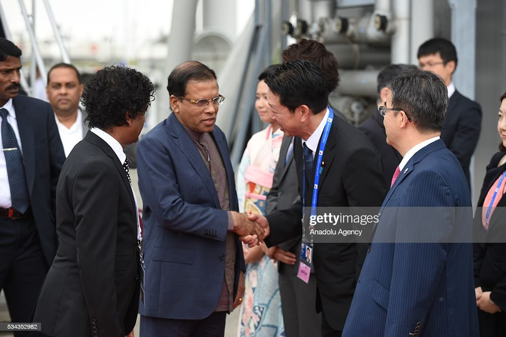 Officials welcome Sri Lankan President Maithripala Sirisena after he arrived at Chubu Centrair International Airport in Tokoname Aichi Prefecture...