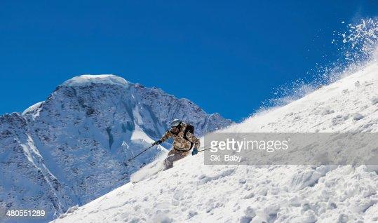 Longe Esqui em alta velocidade : Foto de stock