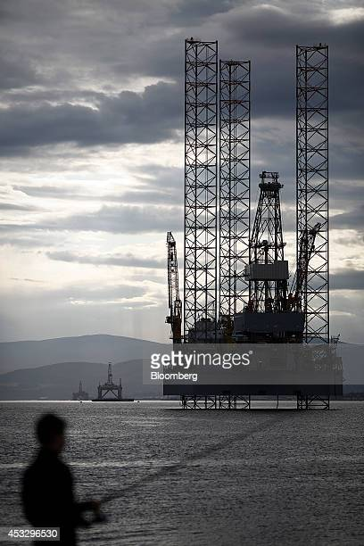 Offshore drilling rigs Ocean Vanguard operated by Diamond Offshore Drilling Inc left J W McLean operated by Transocean Ltd center and Prospector 1...