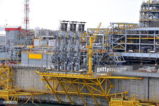 LNG 海上ターミナル