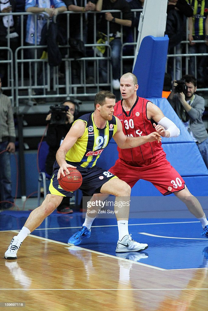 Oguz Savas #21 of Fenerbahce Ulker competes with <a gi-track='captionPersonalityLinkClicked' href=/galleries/search?phrase=Maciej+Lampe&family=editorial&specificpeople=204669 ng-click='$event.stopPropagation()'>Maciej Lampe</a> #30 of Caja Laboral during the 2012-2013 Turkish Airlines Euroleague Top 16 Date 4 between Fenerbahce Ulker Istanbul v Caja Laboral Vitoria at Fenerbahce Ulker Sports Arena on January 18, 2013 in Istanbul, Turkey.