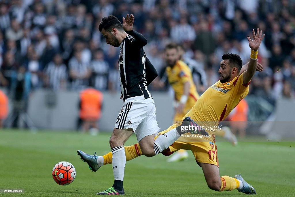 Oguzhan Ozyakup (L) of Besiktas scores a goal during the Turkish Super Toto Super Lig football match between Besiktas and Kayserispor at Vodafone Arena in Istanbul, Turkey on April 30, 2016.