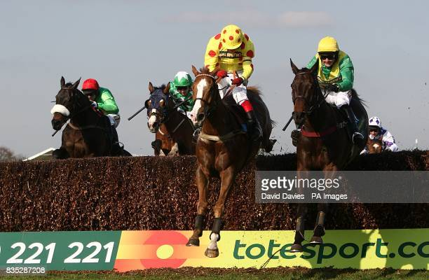 Oh Crick ridden by Robert Thornton on the way to winning the John Smith's Red Rum Handicap Chase