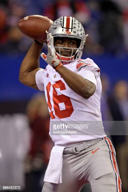 Ohio State Buckeyes quarterback JT Barrett warms up for the Big Ten Championship Game between the Ohio State Buckeyes and the Wisconsin Badgers on...