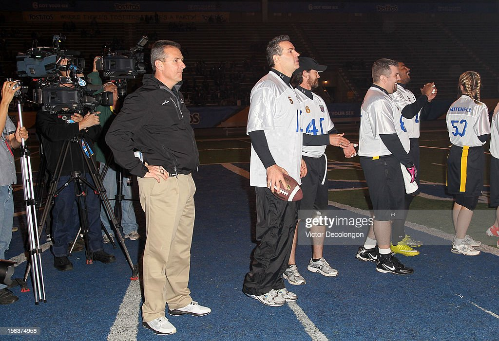 Ohio State Footbal Coach Urban Meyer and former NFL player Kurt Warner stand with Team Freedom players prior to the Got Your 6 And Pat Tillman Foundation benefit game on December 13, 2012 in Norwalk, California.