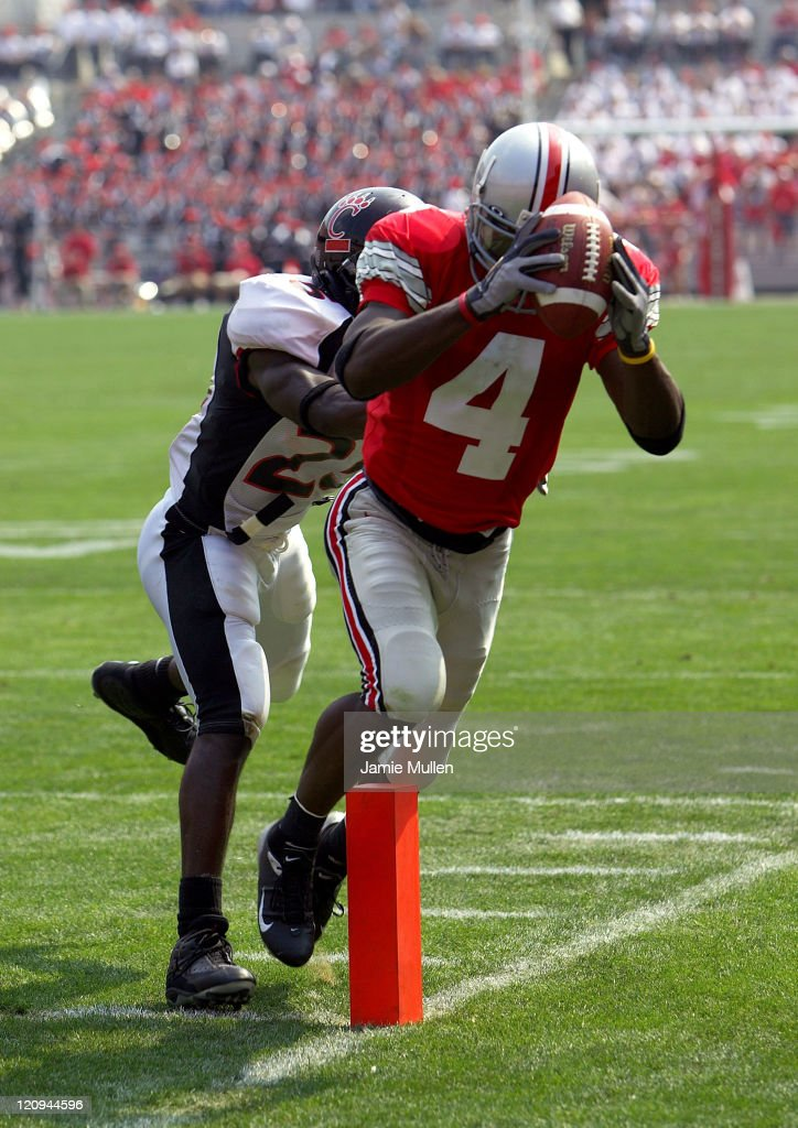 Ohio State's <a gi-track='captionPersonalityLinkClicked' href=/galleries/search?phrase=Santonio+Holmes&family=editorial&specificpeople=618140 ng-click='$event.stopPropagation()'>Santonio Holmes</a> (#4) makes a 23 yard touchdown catch during the fourth quarter of the game against the Cincinnati Bearcats September 4, 2004, in Columbus, Ohio. The Buckeyes beat the Bearcats 27-6.