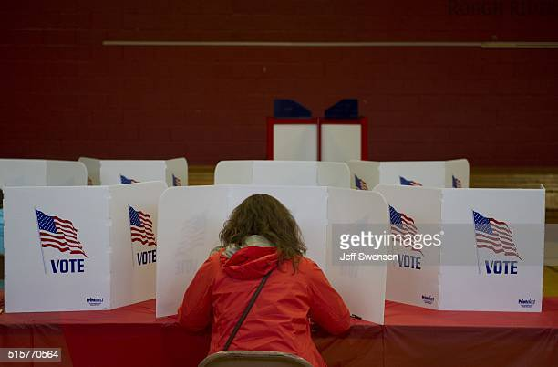 Ohio voters go to the polls for the Ohio primary at Franklin Elementary School on March 15 2016 in Kent Ohio The Ohio Republican primary is a...