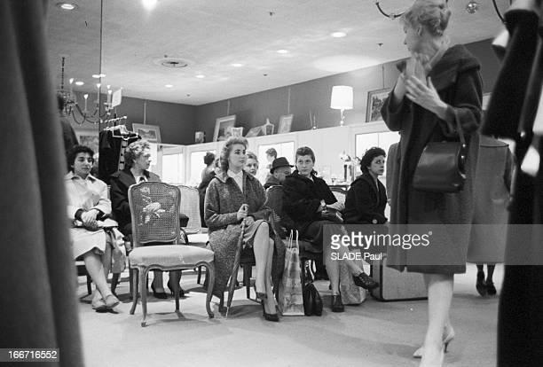 Ohrbach'S Store In New York En 1959 A New York Place des Syndicats dans le magasin d'habillement à bas prix OHRBACHD un espace de repos ou peuvent...