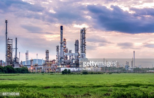 Oil and gas industry - refinery at sunset - factory : Stock-Foto