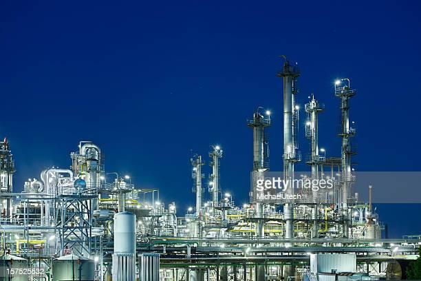 Raffinerie de pétrole de nuit