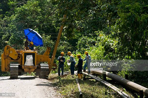 Oil workers lay an oil pipeline near Yasuni National Park in Orellana Province Ecuador on Tuesday Oct 13 2009 Ecuador is seeking about $3 billion in...