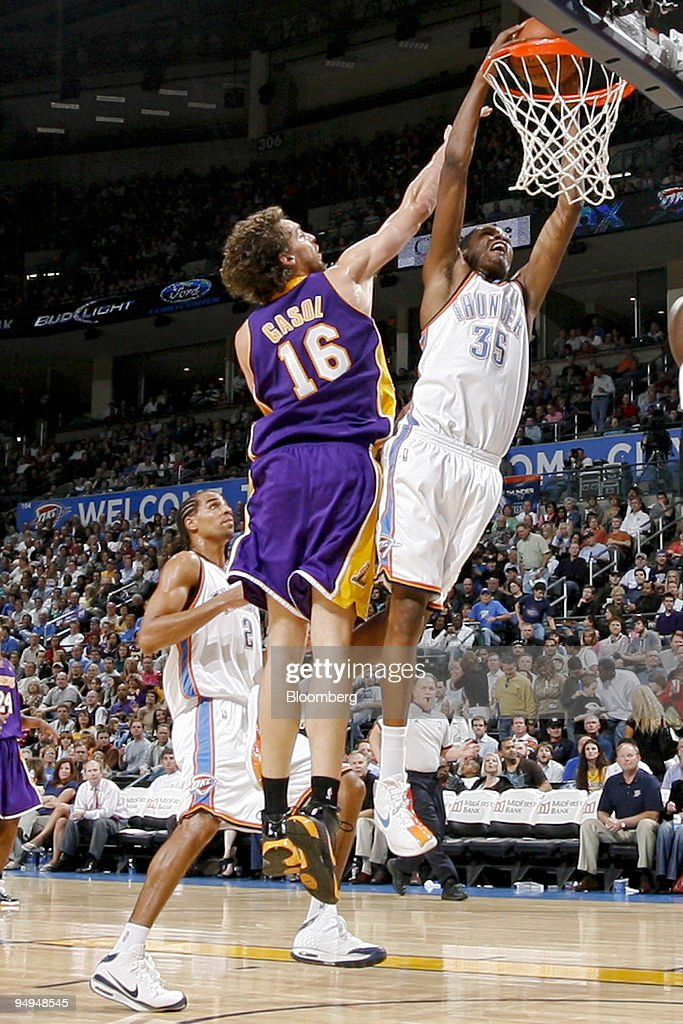 Oklahoma City Thunder guard Kevin Durant, 35, dunks past Los Angeles Lakers center Pau Gasol, 16, during a National Basketball Association (NBA) game at the Ford Center in Oklahoma City, Oklahoma, U.S., on Tuesday, March 24, 2009. Nearly three decades after an energy bust that forced 122 banks to close statewide, Oklahoma City is in the fifth year of an economic expansion that's produce the lowest jobless rate for a major metro U.S. area. Oklahoma City demonstrated it could support a NBA team, encouraging the Seattle Supersonics to move permanently and become the Thunder, which now draw crowds as large as the Boston Celtics.