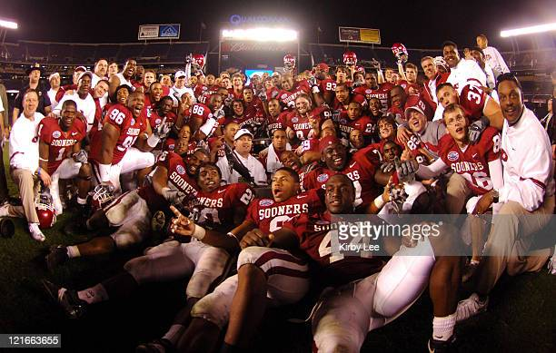 Oklahoma coach Bob Stoops poses with players for a team photo after 1714 victory over Oregon in the Holiday Bowl at Qualcomm Stadium in San Diego...
