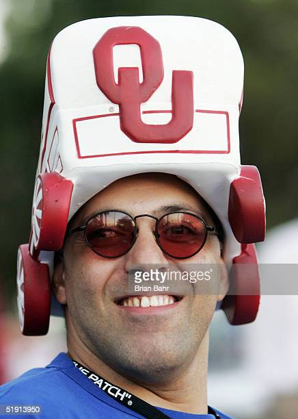 Oklahoma Sooners fan John Arslanian from Florida supports his team before the start of the FedEx Orange Bowl 2005 National Championship on January 4...