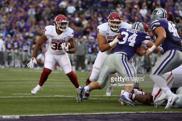 Oklahoma Sooners fullback Dimitri Flowers looks for running room near the goal line in the second quarter of a Big 12 game between the Oklahoma...