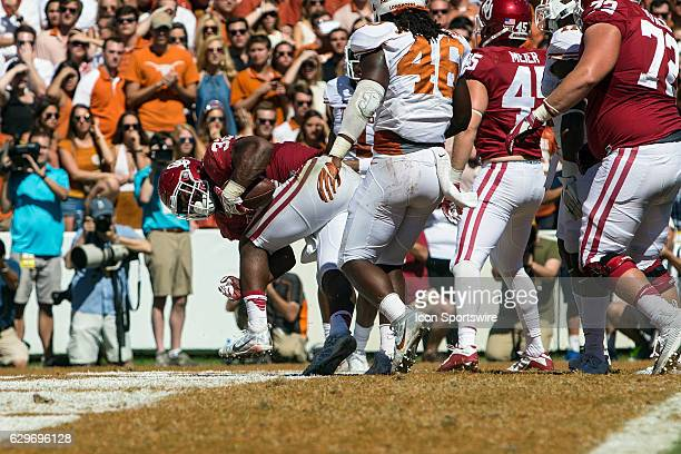 Oklahoma Sooners running back Samaje Perine during the Oklahoma Sooners 4540 victory over the Texas Longhorns in their Red River Showdown on October...