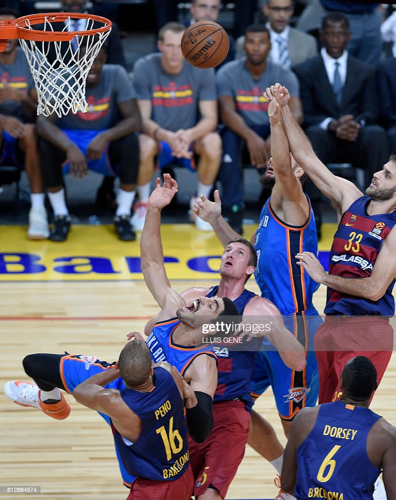 Oklahoma's Turkish center Enes Kanter (2-L) vies with Barcelona's Steffan Peno (L) during the NBA Global Games Europe 2016 basketball match between FC Barcelona Lassa and Oklahoma City Thunder at Palau Sant Jordi in Barcelona on October 5, 2016. / AFP / LLUIS
