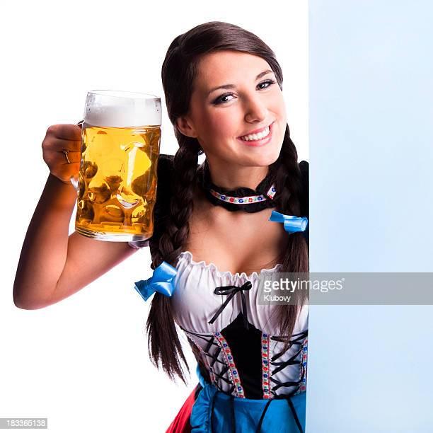 Oktoberfest bayerischen Mädchen mit Bier