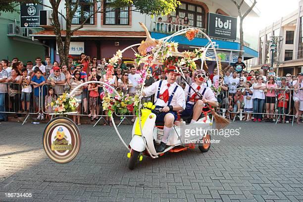 Oktoberfest de Blumenau é um festival das tradições germânicas É considerada a maior festa alemã das Américas The Oktoberfest in Blumenau is a...
