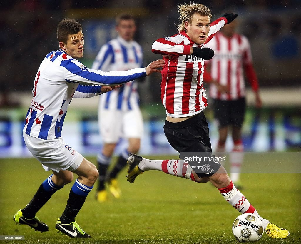 Ola Toivonen (R), Jeffrey Gouweleeuw (L) during the Dutch Eredivisie match between SC Heerenveen and PSV Eindhoven at the Abe Lenstra Stadium on march 09, 2013 in Heerenveen, The Netherlands