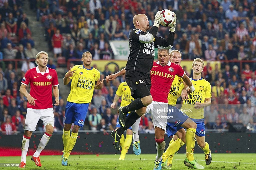Ola Toivonen of PSV, Ramon Leeuwin of SC Cambuur, goalkeeper Leonard Nienhuis of SC Cambuur, Jeffrey Bruma of PSV, Michiel Hemmen of SC Cambuur, Wout Droste of SC Cambuur during the Dutch Eredivisie match between PSV and SC Cambuur at Philips stadium on August 31, 2013 in Eindhoven, The Netherlands.