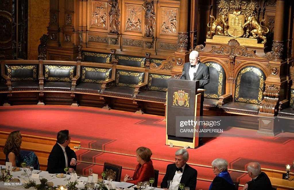 Olaf Scholz , Mayor of Hamburg speaks during the Matthiae-Mahr Dinner in Hamburg, northern Germany on February 12, 2016. / AFP / CARMEN JASPERSEN