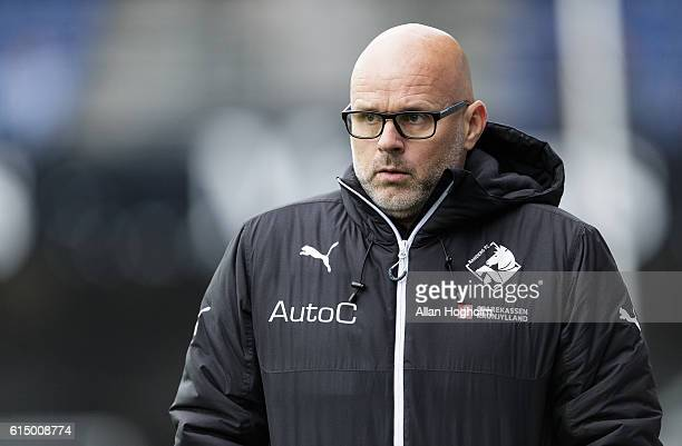Olafur Kristjansson head coach of Randers FC during the Danish Alka Superliga match between Randers FC and OB Odense at BioNutria Park on October 16...