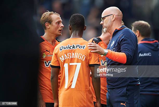 Olafur Kristjansson head coach of Randers FC speaks to his players during the Danish Alka Superliga match between FC Midtjylland and Randers FC at...