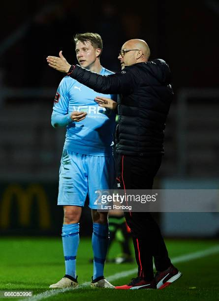 Olafur Kristjansson head coach of Randers FC speaks to Viktor Lundberg of Randers FC during the Danish Alka Superliga match between Randers FC and AC...