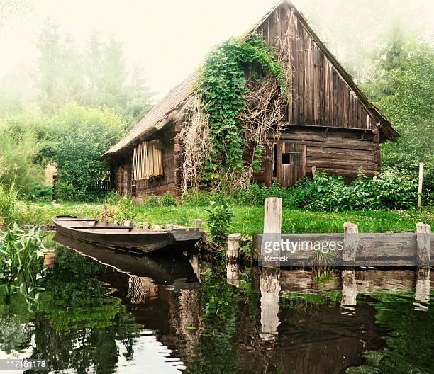 Old barn und Boot in Spreewald/Deutschland