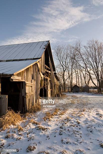 Old Barn und Schnee