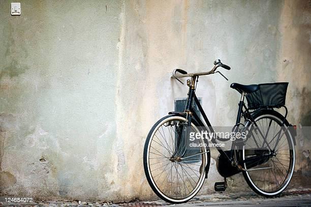 Alten Fahrrad mit Korb. Farbe