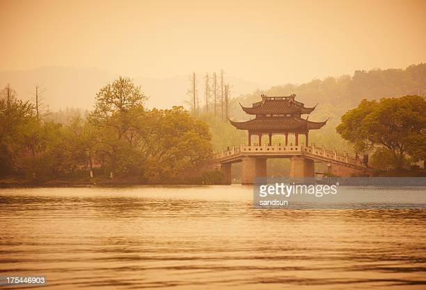 Vecchio ponte sul lago XiHu