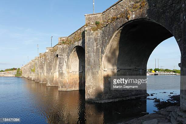 Old bridge over the Shannon River, Shannonbridge, County Offaly and Roscommon, Republic of Ireland, Europe