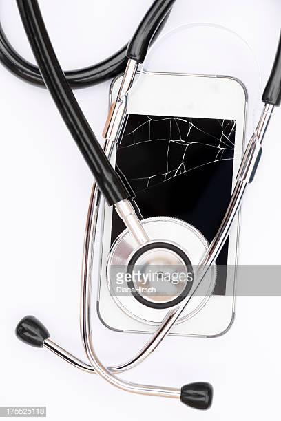 Viejo roto con estetoscopio móvil