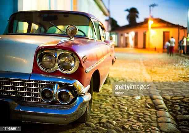 Vieille voiture de Trinité et de Cuba