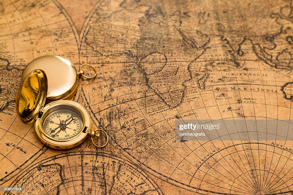 old compass  on vintage map : Stockfoto