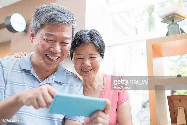 old couple look smaprt phone