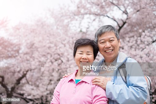 Old couple smile to you : Stock-Foto