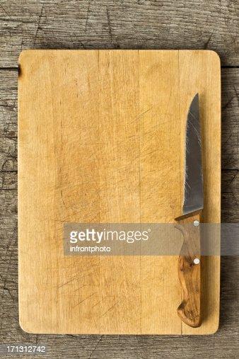 Vecchio Tagliere su un tavolo di legno