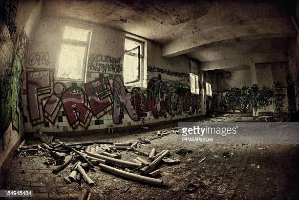 Vieux sombre ruine